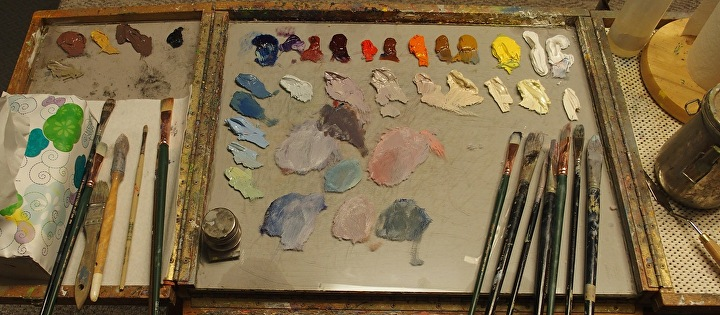 how to organize a palette and mix colors the painted canvas
